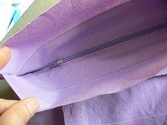 Všití zipu do tašky | Moje-rodina.cz Refashion, Sewing, Blog, Dressmaking, Couture, Stitching, Blogging, Sew, Costura