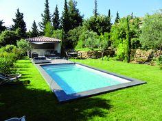 Margelle de piscine en pierre de lave noire volcanique Carrelage et salle de bain La Seyne Var - Caro Styl