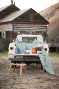 Summer picnic in the back of an old truck... what a fabulous and gorgeous idea!!