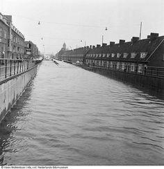 Rotterdam - Groene Hilledijk. Ondergelopen viaduct tijdens watersnoodramp, 1953