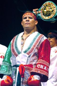 ONE OF THE BEST MEXICAN BOXERS JULIO CESAR CHAVEZ.