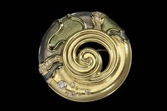 Brooch, 2003, De Vroomen Design. 18ct yellow gold and enamel, set with 19 diamonds.