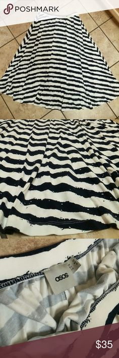"""Asos strip skirt A nice quality stretchy material skirt. Color is navy blue and white. In great condition. It is 28"""" long ASOS Skirts A-Line or Full"""