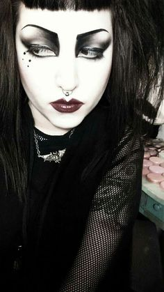 """""""Just another pic of me in Siouxsie inspired makeup"""" Punk Makeup, Edgy Makeup, Makeup Eye Looks, Gothic Makeup, Makeup Inspo, Makeup Inspiration, Hair Makeup, Makeup Ideas, Maquillage Goth"""