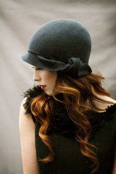 The Twist Cloche Hat Wool Felt Elegant di MaggieMowbrayHats