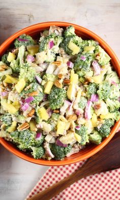 Broccoli Pineapple Salad is the perfect side dish for a quick weeknight meal or a favorite for summer cookouts! My version is filled with fresh broccoli, pineapple, red onions, toasted pecans, bacon and an easy three ingredient citrus dressing. Broccoli Slaw, Fresh Broccoli, Soup And Salad, Pasta Salad, Salad Bar, Fruit Salad, Salad Recipes, Healthy Recipes, Ww Recipes