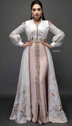Muslim Women Fashion, Arab Fashion, Indian Fashion Dresses, Look Fashion, Morrocan Dress, Moroccan Caftan, Abaya Style, Caftan Dress, Hijab Dress