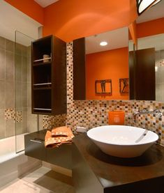 Modern bathroom decorating with orange interior design - Interior Design Orange Bathroom Interior, Orange Bathrooms, Bathroom Interior Design, Modern Interior Design, Orange Interior, Interior Decorating, Decorating Ideas, Tiny Bathrooms, Decor Ideas