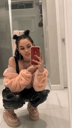 Image in Madison Beer, Maggie Lindemann, and Ellise 💕 collection by Danielle 🌷 Maggie Lindemann, Bad Girl Aesthetic, Aesthetic Clothes, Pretty Girls, Cute Girls, Flipagram Instagram, Selfie Poses, Foto Instagram, Tumblr Girls