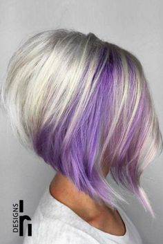 36 Two-tone Hair Color Ideas for Short, Medium, Long Hair - Two-tone Hairstyles - Hairstyles Weekly Layered Bob Haircuts, Stacked Bob Hairstyles, Chic Hairstyles, Creative Hairstyles, Blonde Hairstyles, Violette Highlights, Haircut And Color, Purple Hair, Purple Bob