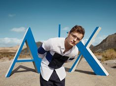 Martin Garrix, EDM's youngest superstar, continues to top global charts, sell multi-platinum records, and headline festival main stages worldwide. Ray Charles, Application Web, Best Dj, Dubstep, Wells, Fans, Instagram, Honey, Aretha Franklin