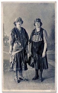 Old Fashioned Photo - 2 Ladies in Gypsy Costumes - The Graphics Fairy