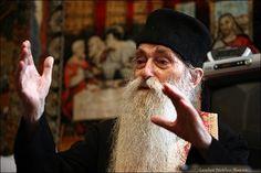 Părintele Arsenie Papacioc (15 August 1914 – 19 iulie 2011) Singur Ortodoxia Întîmpinare Mulţumim părintelui Arsenie Papacioc pentru aceste cuvinte de învăţătură atît de necesare timpului în care trăim. Sunt cuvinte ale unui om care a fost şi a răspuns: Prezent! - chemărilor vieţii acesteia – şi, ca duhovnic, celor ce-l caută pentru sfat şi…