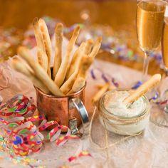 Silvestrovské tyčinky se sýrovým dipem | Akademie kvality Dip, Icing, Tableware, Food, Salsa, Dinnerware, Tablewares, Essen, Meals