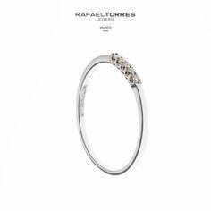 Anillos con diseño minimalista y elegante, perfectos para cualquier ocasión. #RafaelTorresJoyero #anillos #diamantes