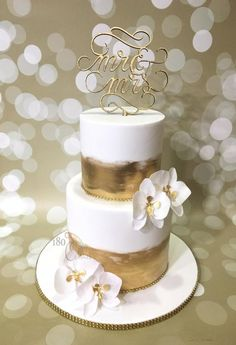 The Golden Orchid - Cake by Joonie Tan - CakesDecor Fake Wedding Cakes, Orchid Wedding Cake, Orchid Cake, Fondant Wedding Cakes, Amazing Wedding Cakes, Elegant Wedding Cakes, Wedding Cake Designs, Fondant Cakes, Wedding Cake Toppers