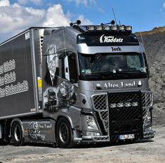 Show Trucks, Big Rig Trucks, Hot Black Women, Big Tractors, Trailer Storage, Truck Repair, Truck Art, Volvo Trucks, Heavy Truck
