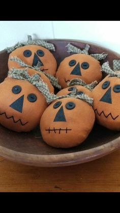 """""""Primitive pumpkin bowl fillers"""" - [Note to self: sent to A. Halloween Sewing, Fall Sewing, Halloween Quilts, Halloween Projects, Vintage Halloween, Halloween Ornaments, Holidays Halloween, Halloween Pumpkins, Halloween Decorations"""