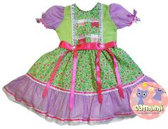 Vestido confeccionado em tricoline, forrado, com detralhes em fitas de cetim e rendas. Tamanho G bebê - 9 meses a 1 ano Tamanho P - 1 a 3 anos Tamanho M - 3 a 6 anos Tamanho G - 6 a 8 anos R$ 69,80