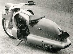 Louis Lucien Lepoix designed and constructed an extreme streamlined bike based on a BMW R12 chassis in 1947.