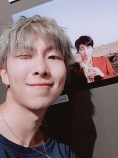 BTS's RM (Namjoon) at their exhibition Five Always 2018 BTS's RM (Namjoon) at their exhibition Seokjin, Kim Namjoon, Bts Jungkook, K Pop, Mixtape, Mnet Asian Music Awards, Foto Bts, Jung Kook, Rapper