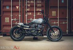 """Wallpaper Harley - BattleofKings-2  Harley minimaliste espressione Dark Custom. Ambientazioni da patiti dei pistoni e e di garage occultati nella penombra. Una Street special da appassionati. Opera d'autore come quelle che nel nuovo contest H-D troveranno a giugno le finaliste alla conquista del """"Custom King"""". Intanto questa ..."""