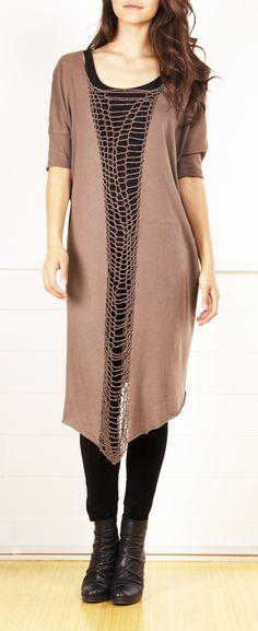 Maak n smalle eenvoudige jurk of lang shirt spannend of apart met zo'n mooie tussenstrook
