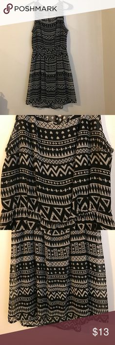 H&M dress. Size 6. H&M dress. Size 6. Sheet with slip underneath. Cute fit. Some fading under the armpits, but other than that, good condition. H&M Dresses