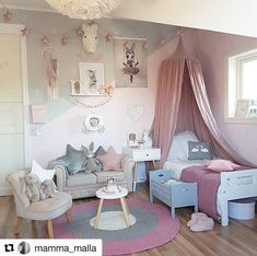 Couch and chair pink and grey kid's bedroom @fabuluxity