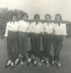 Teen girls also rolled up their jeans to the capri style, but normally only had this style for lounge wear.