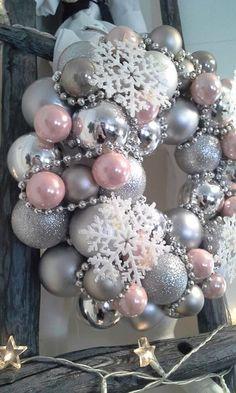 Rose Gold Christmas Decorations, Pink Christmas Tree, Christmas Tree Themes, Xmas Decorations, Christmas Wreaths, Christmas Crafts, Christmas 2019, Advent Wreaths, Christmas Tables