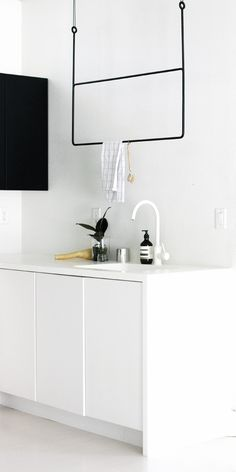 1097 Best küchen // kitchen images in 2020 Outfits In Weiss, Scandinavian Kitchen, Scandinavian Interiors, Kitchen Images, Laundry Room Design, Minimalist Home, Modern Interior Design, Kitchen Interior, Hygge