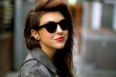I WANT TO DO MY HAIR LIKE THIS but mine is curly… who knowssss