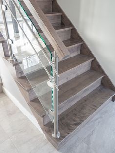 Escalier sur mesure// Custome-made staircase #stairs #staircase #wood #glass #stainless #residentialproject #boutiqueduplancher Glass Stairs, Table, Home Decor, Stairs, House Staircase, House Decorations, Engineered Wood, Carpentry, House