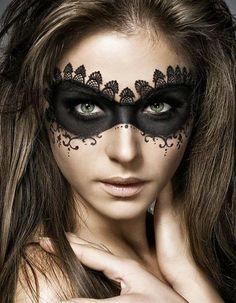 40 Makeup Ideas + 20 Mad Makeup Ideas for Halloween, http://happybrainy.com/40-20-halloween-makeup-ideas/