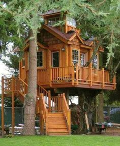 I ❤ treehouses . . . This is for the kid in all of us ;) -sr