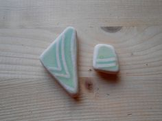 Beach pottery  Sea pottery shards, supplies 2 pieces, green  beige sea pottery,geometric pattern,jewelry, collectible,DIY project  lotto174 di lepropostedimari su Etsy