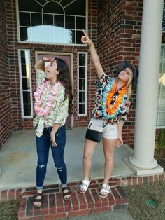 Tourist Spirit Week More Source by thamiresxoxo Tourist Costume, Tourist Outfit, Spirt Week Ideas, Tacky Tourists, School Spirit Days, Old Lady Costume, Homecoming Spirit Week, Tropical Outfit, Carnival