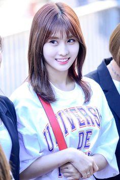 I love her short hair but I prefer her long hair Nayeon, Kpop Girl Groups, Korean Girl Groups, Kpop Girls, Call Me Baby, K Pop, Rapper, Sana Momo, Hirai Momo