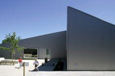 Poix-Terron Cultural and Sport Centre  / philippe gibert architecte