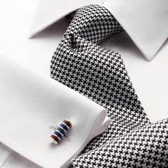 Classic black puppytooth tie on white shirt. Dress Shirt And Tie, Suit And Tie, Sharp Dressed Man, Well Dressed Men, Suit Fashion, Mens Fashion, Shirt And Tie Combinations, Mode Masculine, Tie And Pocket Square
