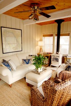 Beach Style Sunroom Design Ideas, Pictures, Remodels and Decor Sunroom Decorating, Cottage Decorating, Rustic Sunroom, Nightclub Design, Porch Entry, Cottage Renovation, Living Room Decor, House Design, Entry Ways