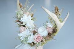 Measurements: 10 x 12 x 10.5  Palette is Blush, Cream, Pale Green, Khaki, and Gold. Includes the following materials:  - Gardenias - Petite Roses - Garden Roses - Tallow Berries - Pepper Grass - Kent Beauty Oregano - Phalaris - Sea Oats - Achillea of Pearl - Miscanthus Plumes - Blush Rooster Tail Feathers - Reindeer Moss  Included with this purchase is a wood box that has been custom built for this design.  All of my designs are made from fauna that Ive either found on hikes or have died on…
