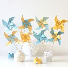 8 moulins à vent dans les tons jaunes et bleus, décoration de baptême, anniversaire, chambre d'enfant...