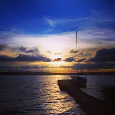 #veleiro #pordosol #sailboat #pier #water #sunset #naturelove #travelblog #gooutside #adventureculture #sail #boat #nature #guarapiranga #naturelovers by caiaquetrips