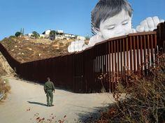 """A Tecate, vendredi 8 septembre, un garde-frontière passe devant """"Kikito"""", l'enfant qui surveille avec curiosité au-dessus du mur qui sépare le Mexique des Etats-Unis. Cette photographie géante est l'œuvre de l'artiste français JR. L'idée de cette installation est née """"il y a un an environ lorsque j'ai fait le rêve d'un enfant regardant par-dessus la frontière"""", raconte le street-artiste dont les collages spectaculaires s'insèrent dans l'espace public. L'installation, qui a nécessité trois…"""