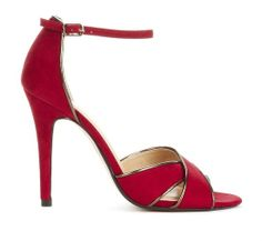 I normally don't like red. But this shoe is very pretty