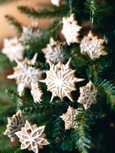 edible ginerbread snow flake christmas tree ornaments.