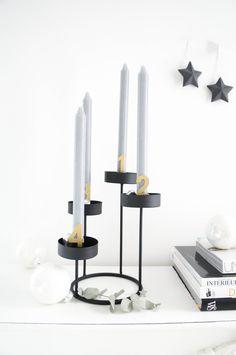 Adventskranz und Weihnachtsdekoration. Schlicht und Elegant im Skandinavischen Stil   Minimalistisch Schwarz Weiß Gold Grau Kerzenzahlen