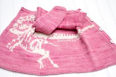 Pink Dino - Knitting pattern for baby Cardigan. From 100 Baby Sweater Patterns. Dinosaur Jumper, Dinosaur Pattern, Baby Sweater Patterns, Baby Knitting Patterns, Baby Cardigan, Knit Cardigan, Double Knitting, Baby Sweaters, Sewing